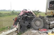 Ba ôtô tải đâm liên hoàn trên Quốc lộ 1A, một người bị thương nặng