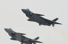 Trung Quốc lần đầu đưa chiến đấu cơ tàng hình J-20 vào tập trận