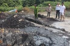 Bắt quả tang một đối tượng đổ chất thải nguy hại ra môi trường