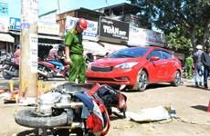 Tai nạn liên hoàn giữa ôtô và xe máy, 3 người thương vong