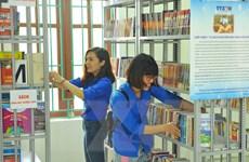 """Trao tặng """"Tủ sách Đinh Hữu Dư"""" cho học sinh miền núi Ninh Bình"""
