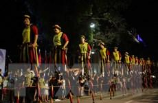 """""""Làng châu Âu"""" thu hút hàng ngàn du khách tại phố đi bộ Hồ Gươm"""
