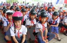 Chương trình tặng mũ bảo hiểm cho học sinh bước vào lớp Một
