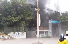 Cận cảnh cháy nổ tại công trình xây dựng ở bệnh viện Việt Pháp