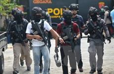 Indonesia: Đấu súng tại bệnh viện, gỡ bom trong trung tâm thương mại