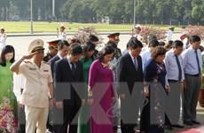 Lãnh đạo thành phố Hà Nội vào lăng viếng Chủ tịch Hồ Chí Minh