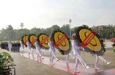 Hình ảnh các đoàn đại biểu đặt vòng hoa và viếng Chủ tịch Hồ Chí Minh