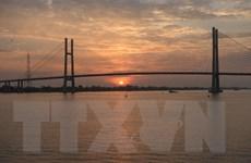 Hình ảnh cầu Cao Lãnh kết nối đôi bờ sông Tiền tại Đồng Tháp