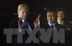 Hình ảnh Tổng thống Mỹ Donald Trump xuống sân bay Singapore