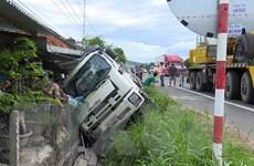 Phú Yên: Xe tải chở lợn đâm vào nhà dân làm 1 người bị thương