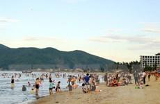 Quảng Ngãi: Đi tắm biển, hai thiếu niên bị nước cuốn trôi