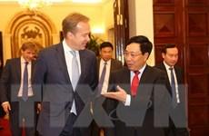 Phó Thủ tướng Phạm Bình Minh tiếp Chủ tịch Diễn đàn Kinh tế thế giới