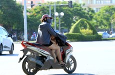 """Tiềm ẩn tai nạn giao thông khi mặc áo chống nắng kiểu """"ninja"""""""