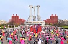 """Chính sách """"cây gậy và củ cà rốt"""" thổi sinh khí vào Triều Tiên"""