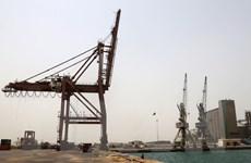 Liên quân Arab không kích dữ dội thành phố cảng ở Yemen