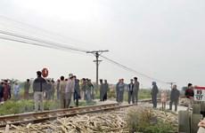 Thiếu quan sát khi đi qua đường tàu, một phụ nữ bị đâm nguy kịch