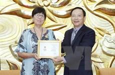 Trao Kỷ niệm chương Vì hòa bình tặng Đại sứ Vương quốc Bỉ