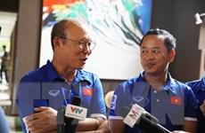 Hình ảnh huấn luyện viên Park Hang Seo trao đổi với báo chí