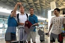 Hình ảnh đội tuyển Olympic Việt Nam đến sân bay Indonesia