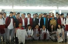 Đông đảo người hâm mộ tiễn đoàn Thể thao Việt Nam tại sân bay Jakarta