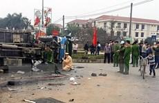 Hà Nội: Tàu hỏa đâm và kéo lê xe tải làm 5 người bị thương
