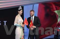 David Beckham cùng hoa hậu Trần Tiểu Vy tại lễ ra mắt xe VinFast