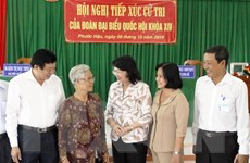 Quyền Chủ tịch nước Đặng Thị Ngọc Thịnh tiếp xúc cử tri tại Vĩnh Long