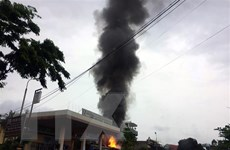 Quảng Ninh: Xe container bất ngờ bốc cháy gần cây xăng
