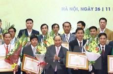 Trao thưởng cho tổ chức và cá nhân có thành tích xuất sắc về tam nông