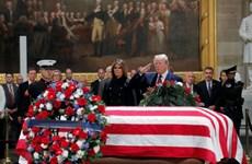 [Video] Tổng thống Mỹ Donald Trump tới viếng ông Bush ở Đồi Capitol