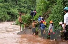 Hàng ngàn học sinh Quảng Ngãi vẫn phải lội sông, suối đến trường