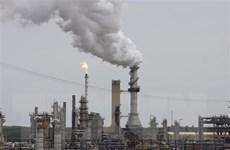 Giá dầu giảm 5% và chạm mức thấp nhất trong vòng một năm qua