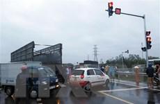 Quảng Ngãi: Xe container húc xe tải gây ách tắc giao thông nhiều giờ
