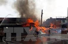 Cháy lớn tại xưởng gỗ ở thành phố Biên Hòa, nhiều nhà dân phải đi dời