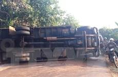 Lâm Đồng: Xe tải chở càphê rơi xuống vực, lái xe bị thương