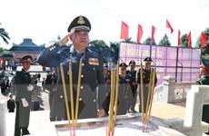 Đoàn cán bộ Quân đội Campuchia viếng Nghĩa trang Liệt sỹ huyện Đức Cơ