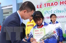 Lần đầu tiên trao học bổng 'Đọt chuối non' cho học sinh Gia Lai
