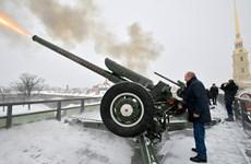 Tổng thống Putin bất ngờ tiết lộ từng là trung úy pháo binh
