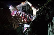 Sập tường khách sạn đang tổ chức đám cưới, 15 người thiệt mạng
