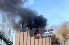 TP. HCM: Cháy lớn tại tòa nhà cao tầng sát phố đi bộ Nguyễn Huệ