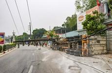 Điện Biên: Xe rơmoóc lật ngang đường làm gãy cột điện trung thế