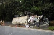 Điện Biên: Xuống dốc mất phanh, xe đầu kéo bị lật hư hỏng nặng
