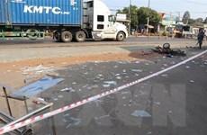 Va chạm giữa xe máy và 2 ôtô làm một người tử vong