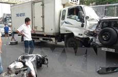 Quảng Bình: Xe tải đâm hàng loạt xe ôtô và xe máy dừng đèn đỏ