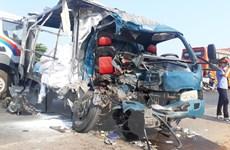 Quảng Trị: Xe container đối đầu xe tải, 3 người thương vong