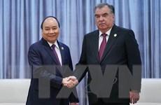 Thủ tướng Nguyễn Xuân Phúc gặp gỡ Tổng thống Tajikistan