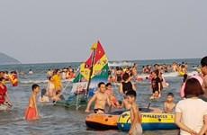 Biển Cửa Lò đón trên 400.000 lượt khách trong dịp nghỉ lễ 30/4