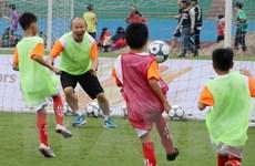 Ông Park Hang Seo 'gieo mơ ước' cho các học sinh tại Việt Trì