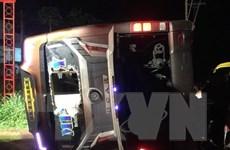 Đồng Nai: Lật xe khách trong đêm, 2 người chết 17 người bị thương