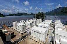 Nhà máy điện Mặt Trời đầu tiên được lắp đặt trên mặt hồ phát điện